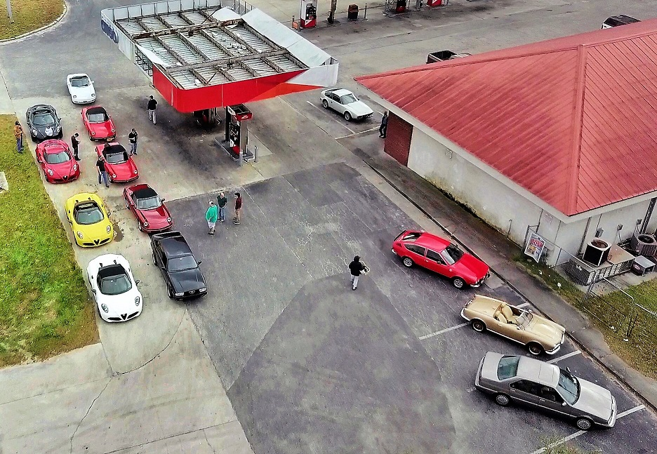 13 Alfas make a pit stop at the only gas station in town.  Photo by Arman Mouradian..jpeg