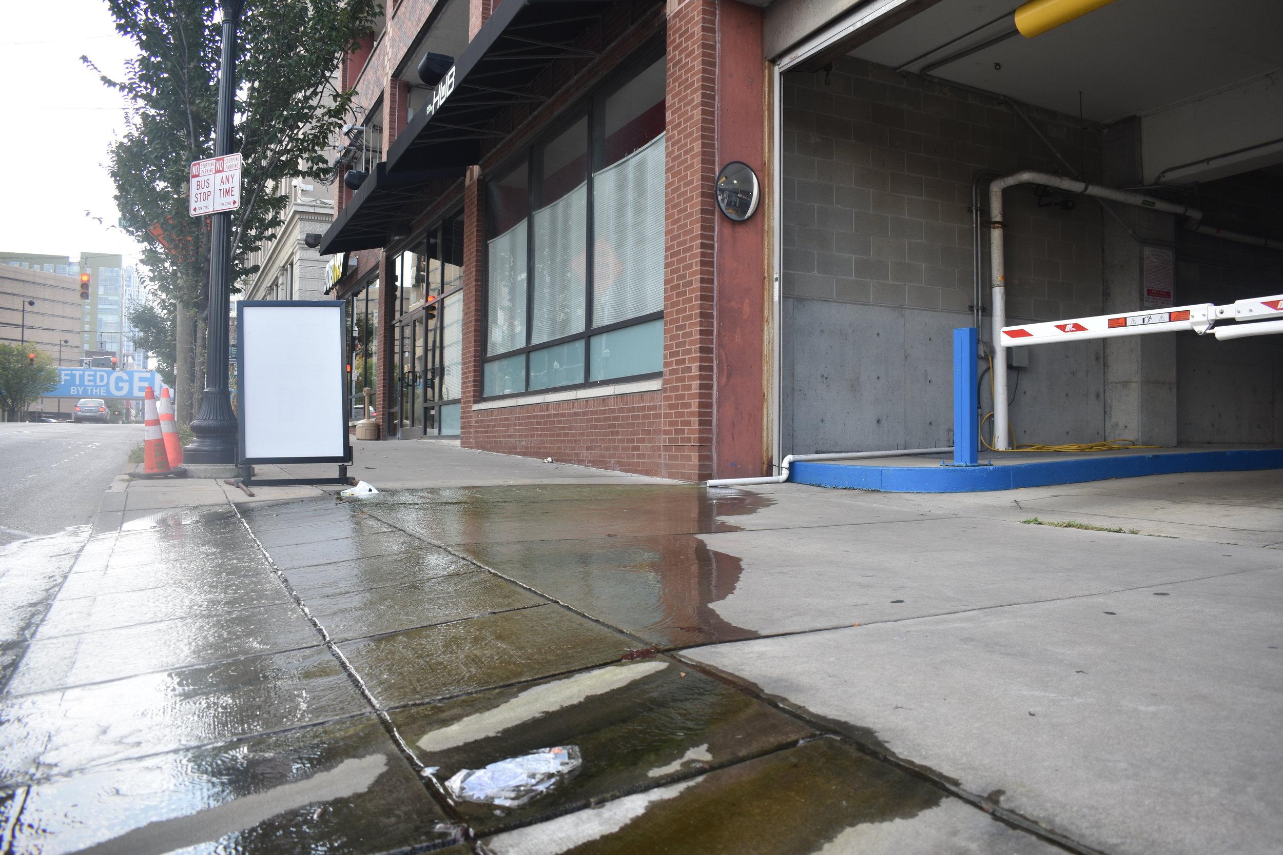 Parkhaus sidewalk.JPG