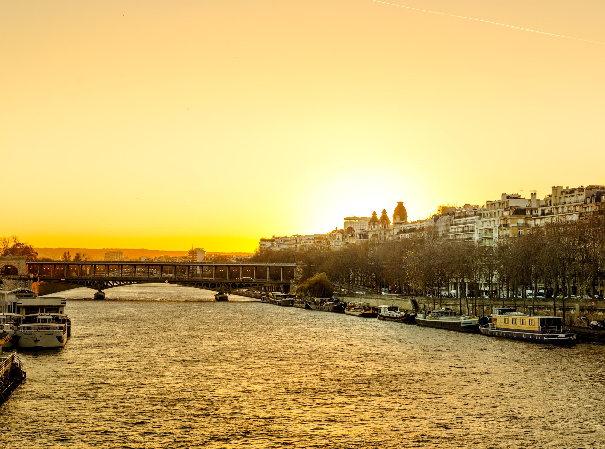 Insane light on the Seine