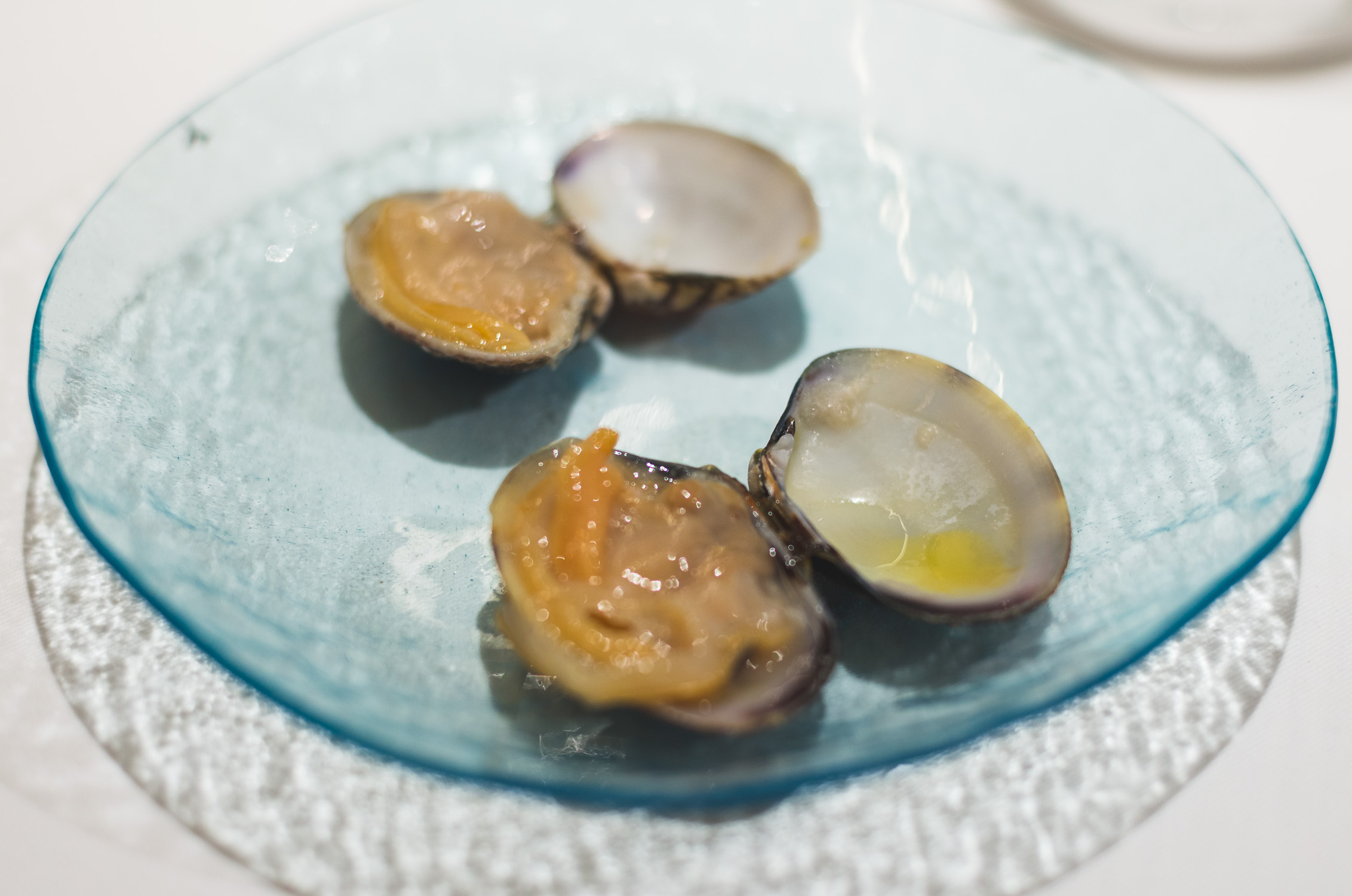 Clam glazed with lemon