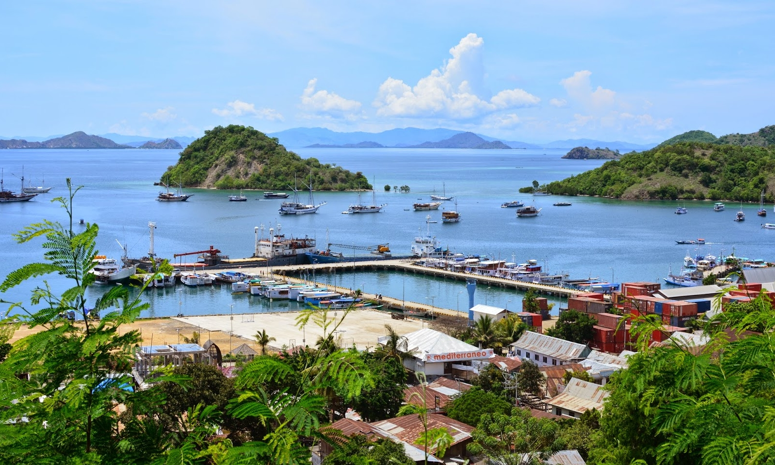 For the seafood lovers, Labuan Bajo Fish Market is the place to visit! - The fish market, Pasar Baru from his local name, is located along the seafront of Labuan Bajo. You pick your fresh fish or seafood and they will cook it on the barbecue.