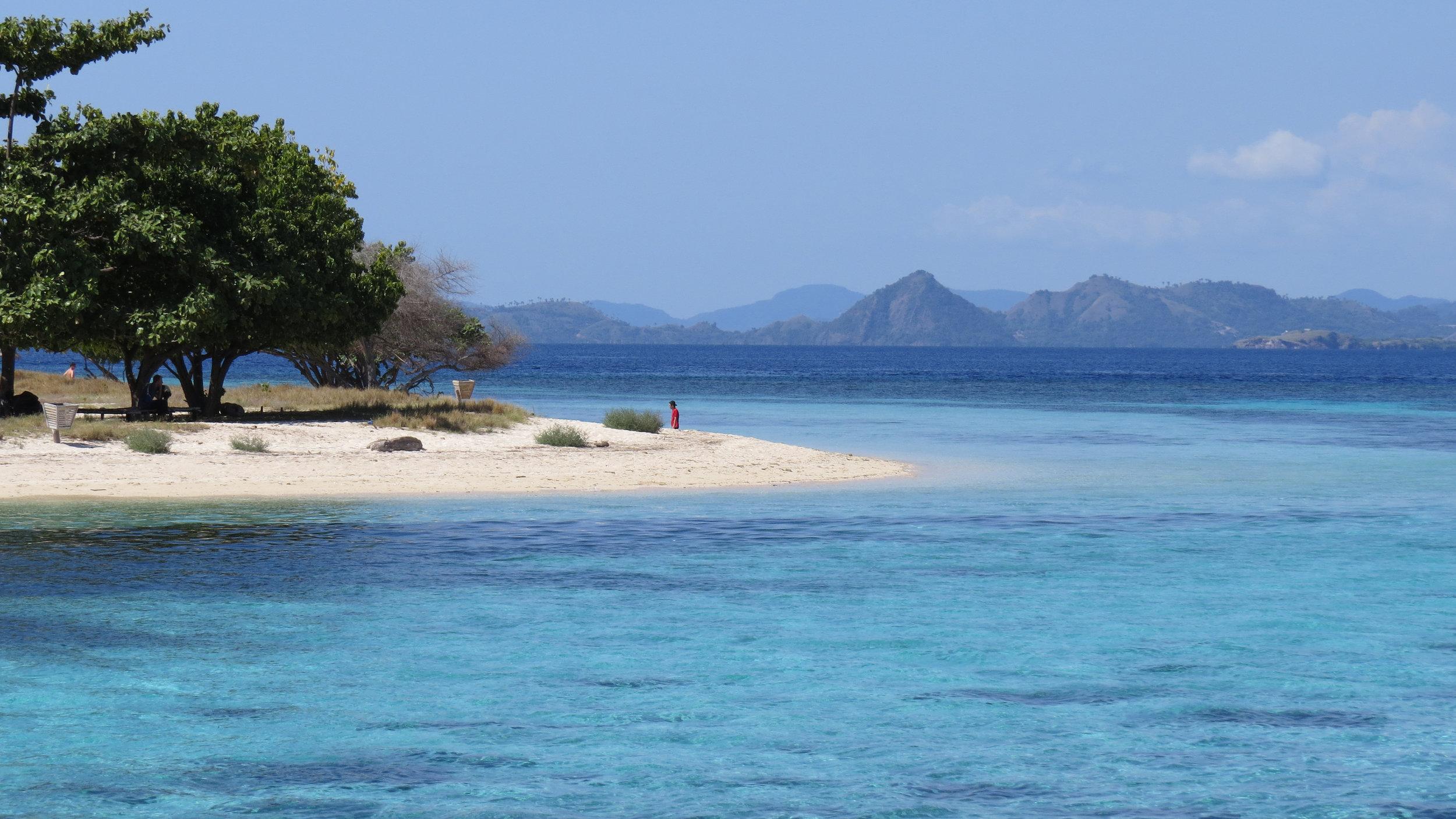 kanawa island komodo national park.jpg