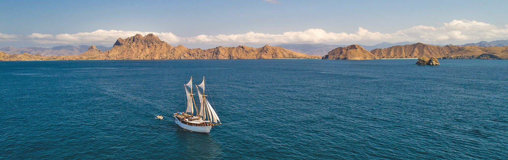 Flores sailing drone-0573.jpg