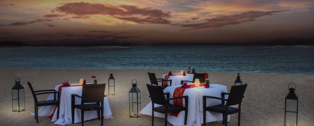Romantic-Dinner-beach.jpg