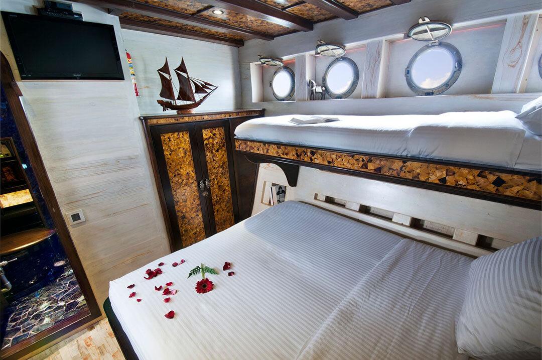 Manta Mae - Luxury Bedroom.jpg