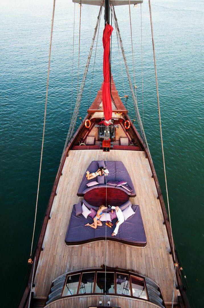 Manta Mae Boat - Sunbath.jpg