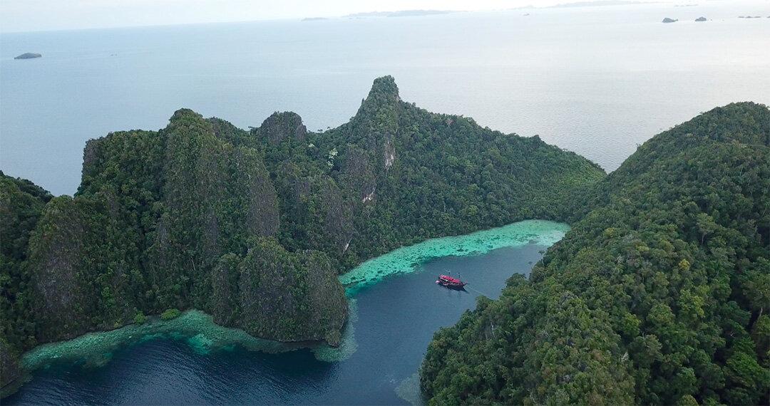 Manta mae Boat - view to flores.jpg