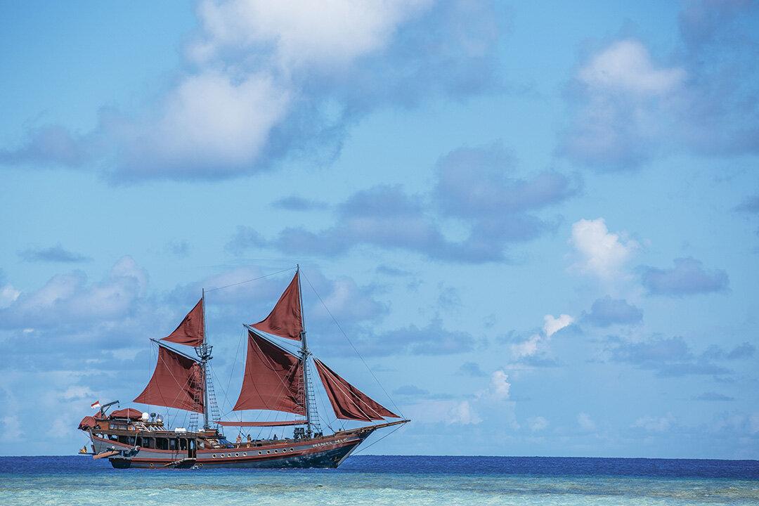 Manta Mae Boat .jpg