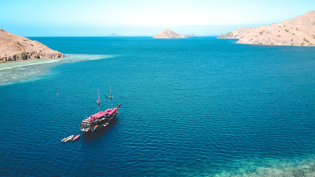 Manta Mae Boat To Flores.jpg