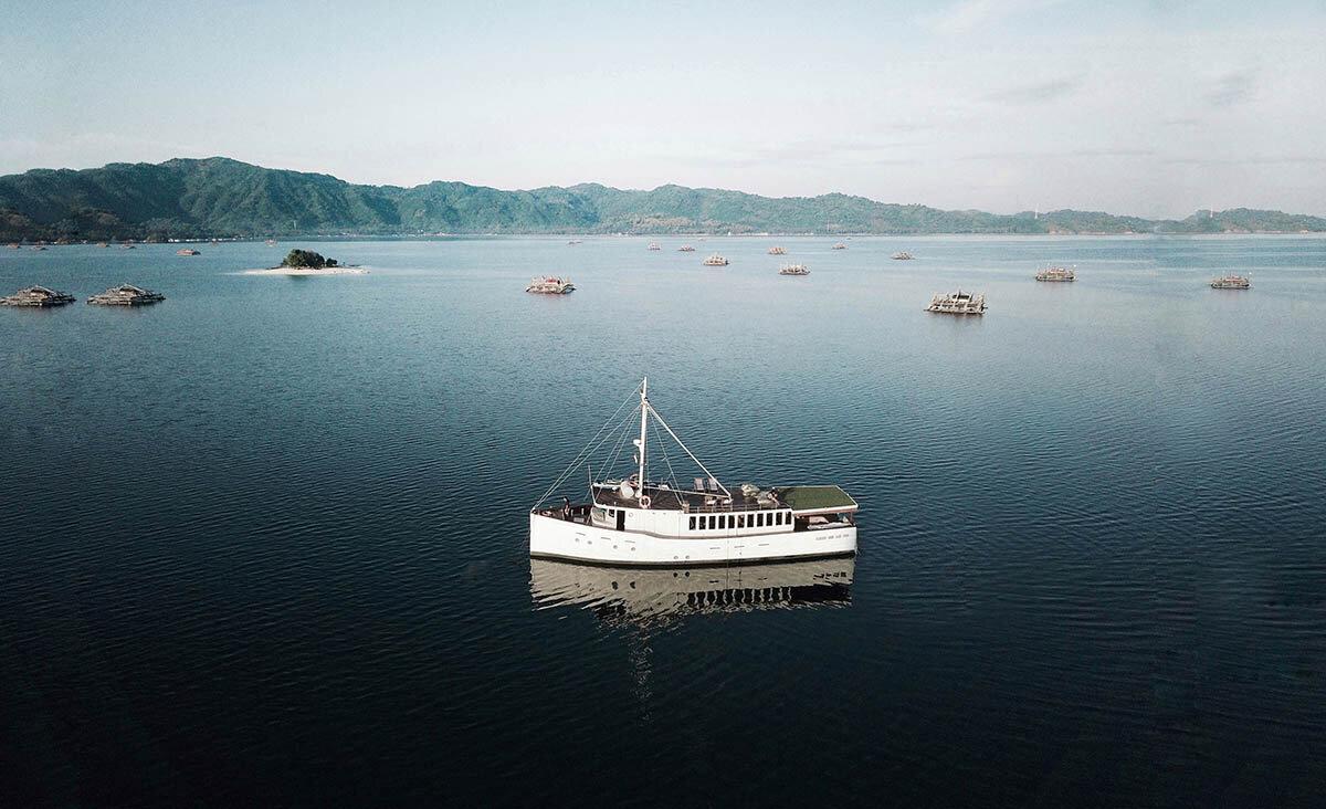 Splendour Boat Phinisi For Charter.jpg