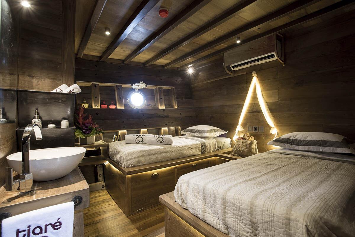 Tiare Boat - 2 beds.jpg