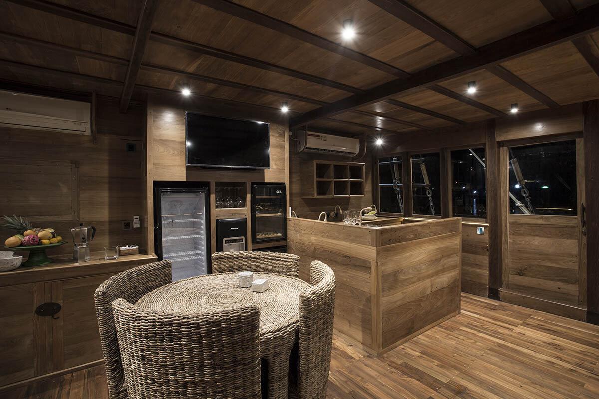 Tiare Boat - Dining Room.jpg