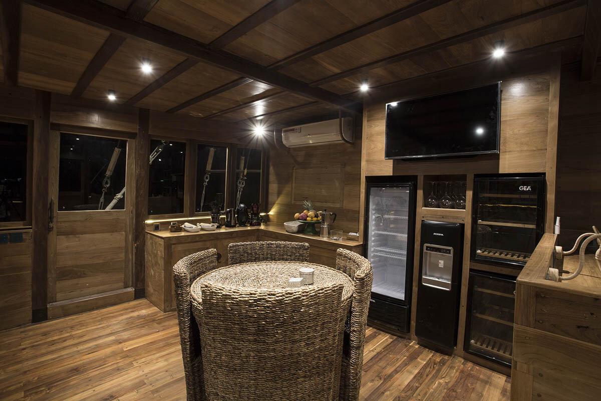 Tiare Boat - Kitchen.jpg