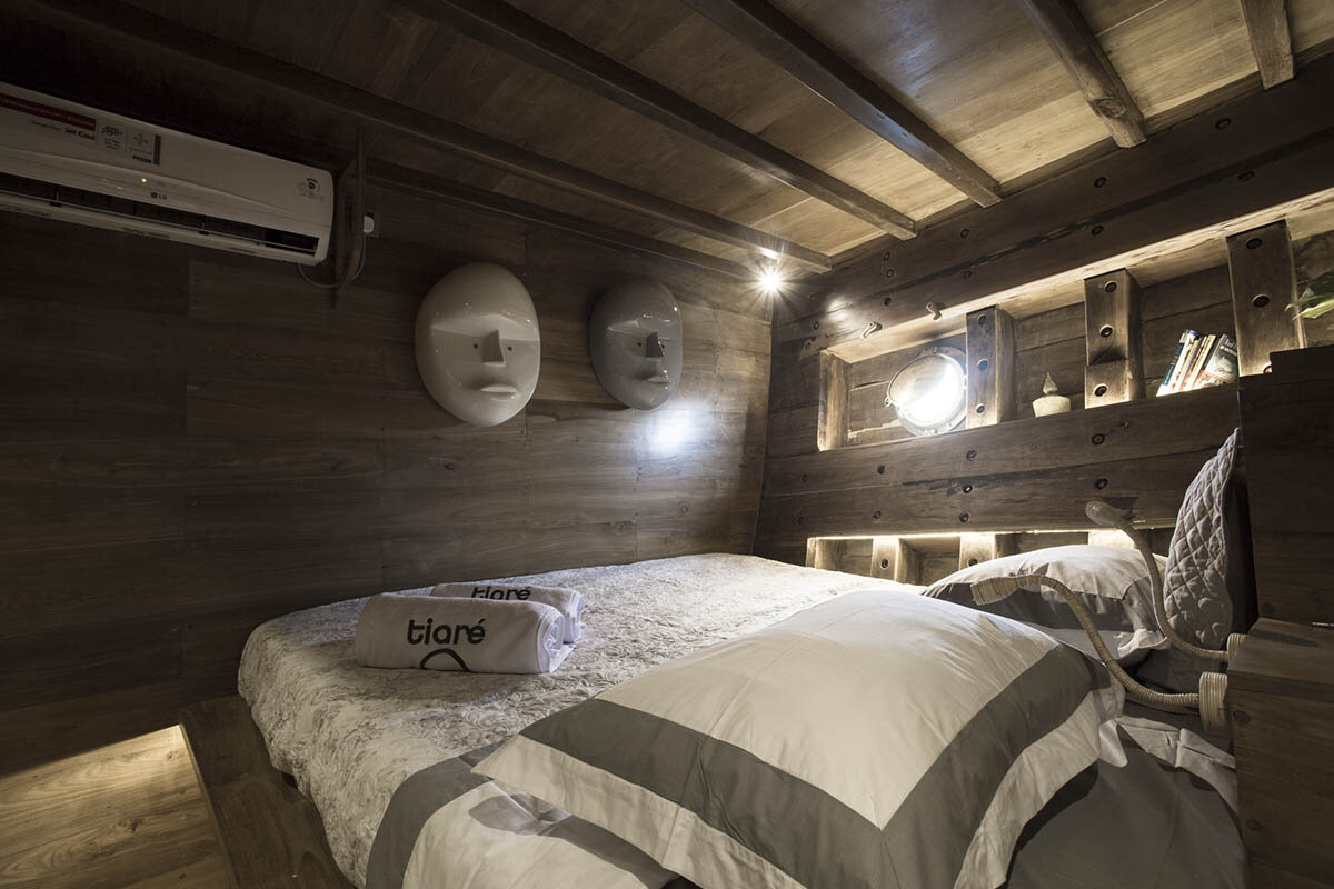 Tiare Boat - Main Bedroom.jpg