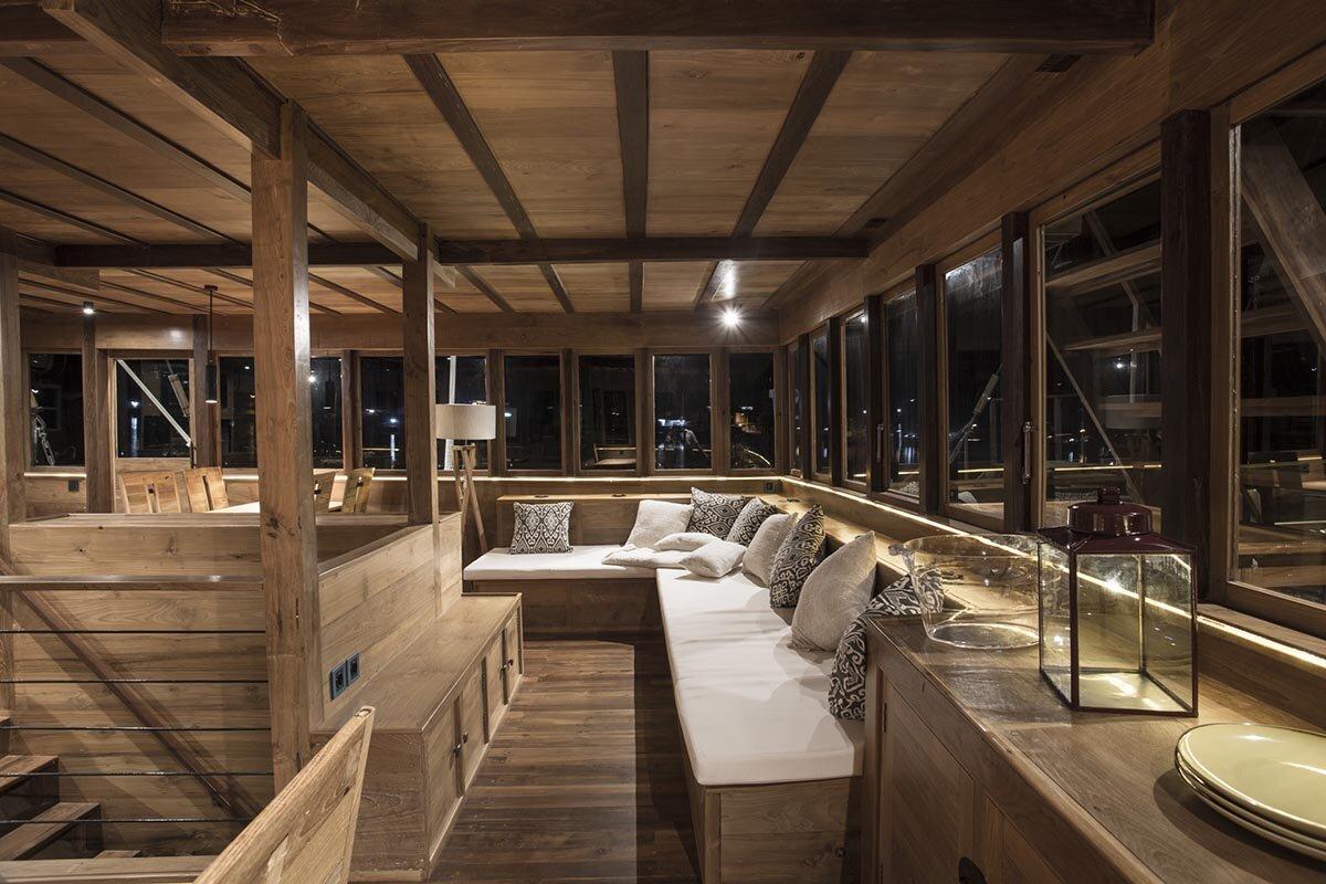 Tiare Boat - Relax Room.jpg
