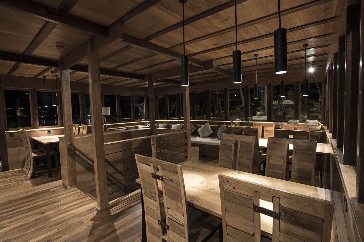 Tiare Boat To Flores - Dining Room.jpg