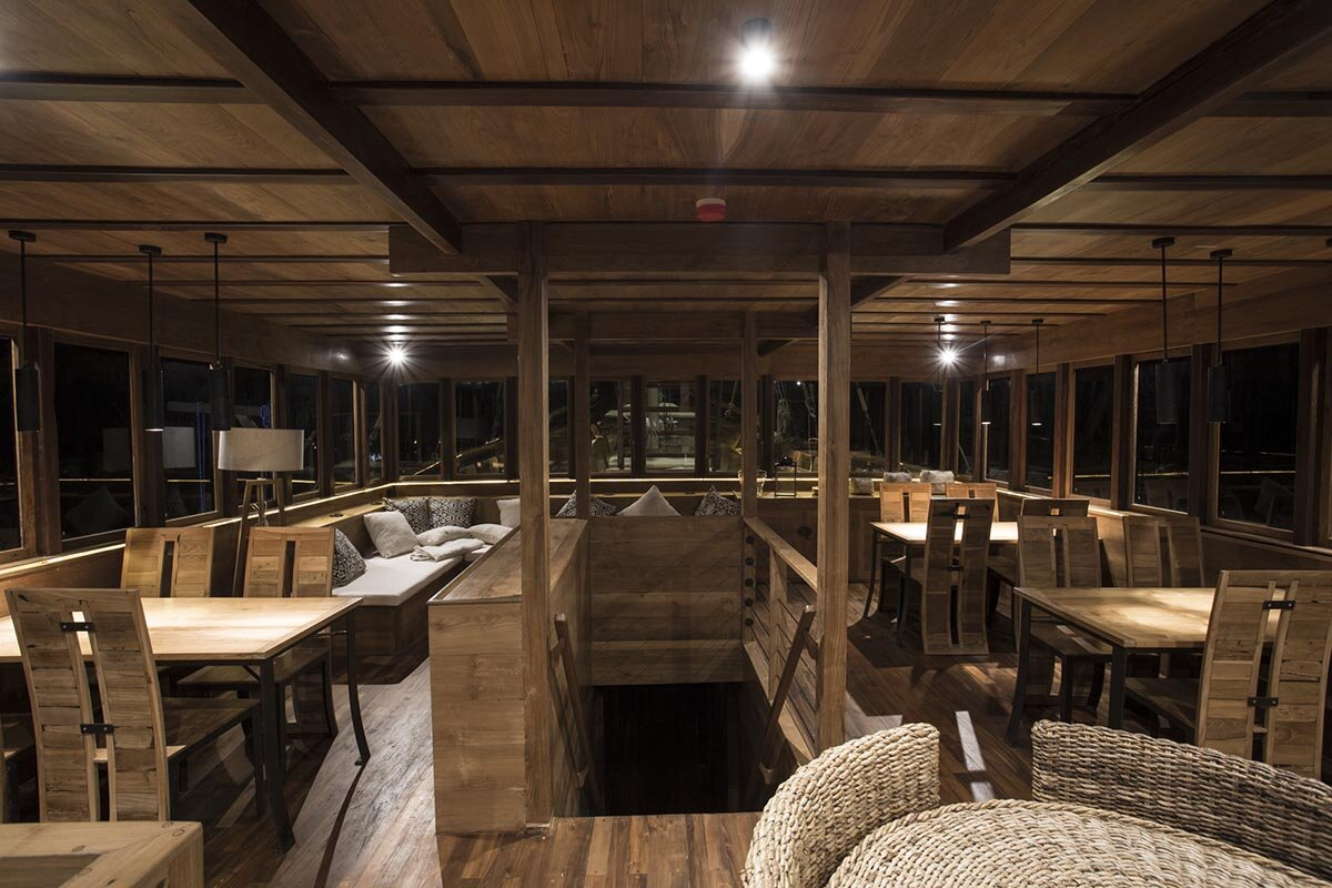 Tiare Liveaboard - Dining room.jpg