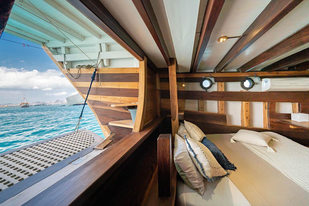 Exclusive Bedroom - Jakare Boat.jpg