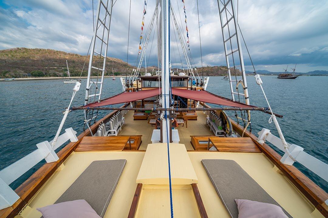 Jakare Boat - Amazing Deck .jpg