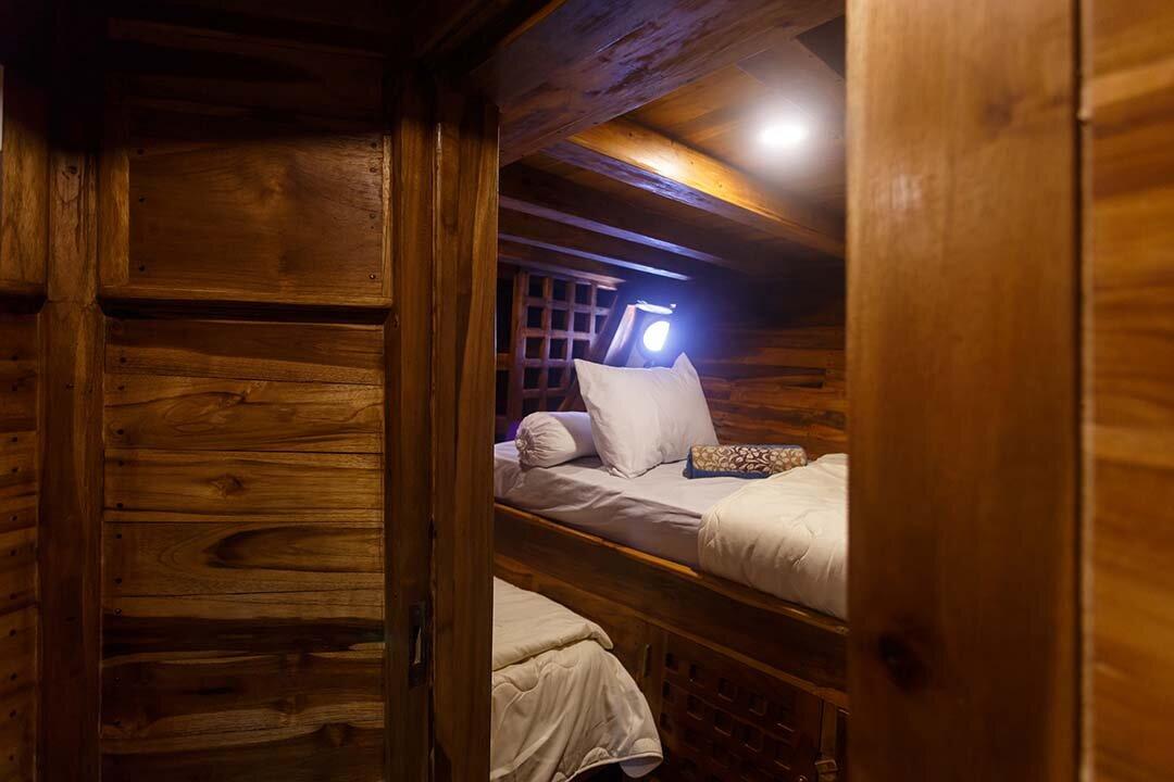 2 persons bedroom - Helena liveaboard .jpg