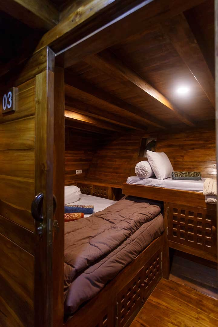 Helena boat - 2 beds.jpg