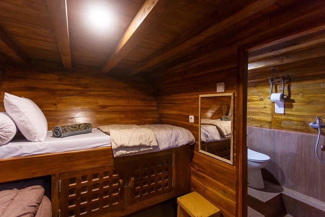 Helena boat - comfort bedroom.jpg