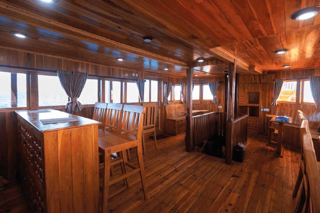 Helena Boat - Dinner spot.jpg