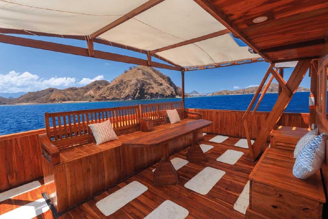 Helena Boat - Exclusive Deck.jpg