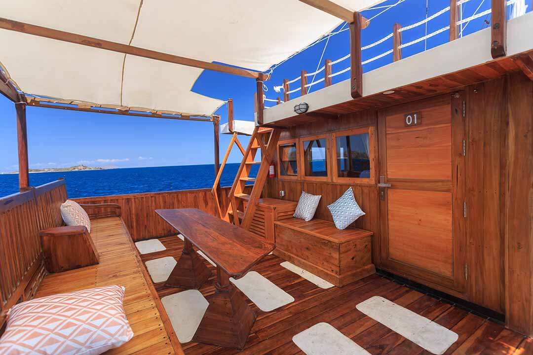 Helena Boat - Relax at the deck.jpg