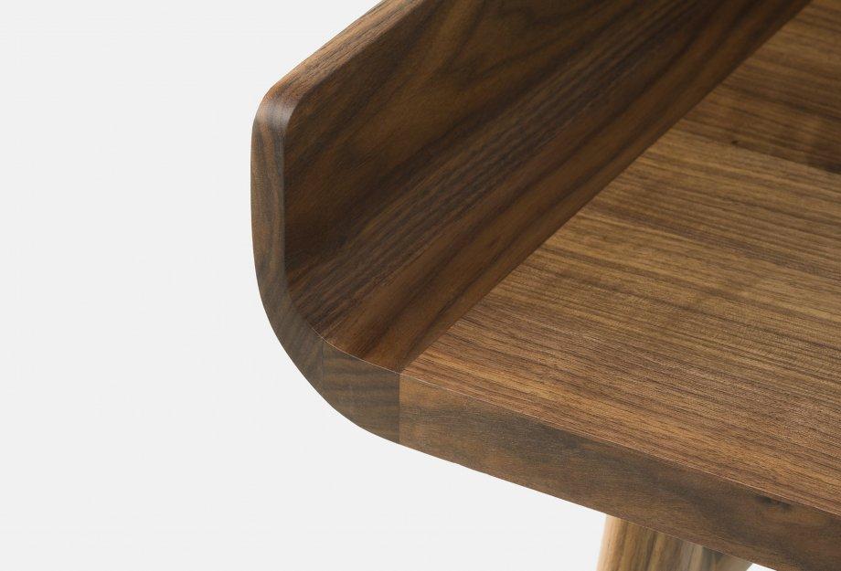 Harold_Desk_by_Nichetto_in_walnut_detail4web_920x625.jpg