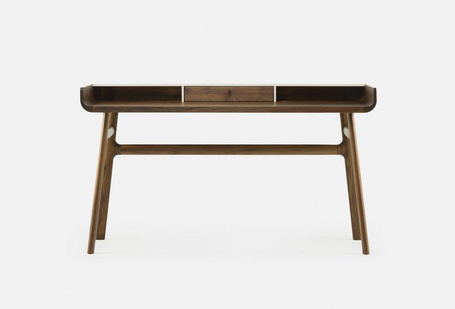 Harold_Desk_by_Nichetto_in_walnut_frontweb_920x625.jpg