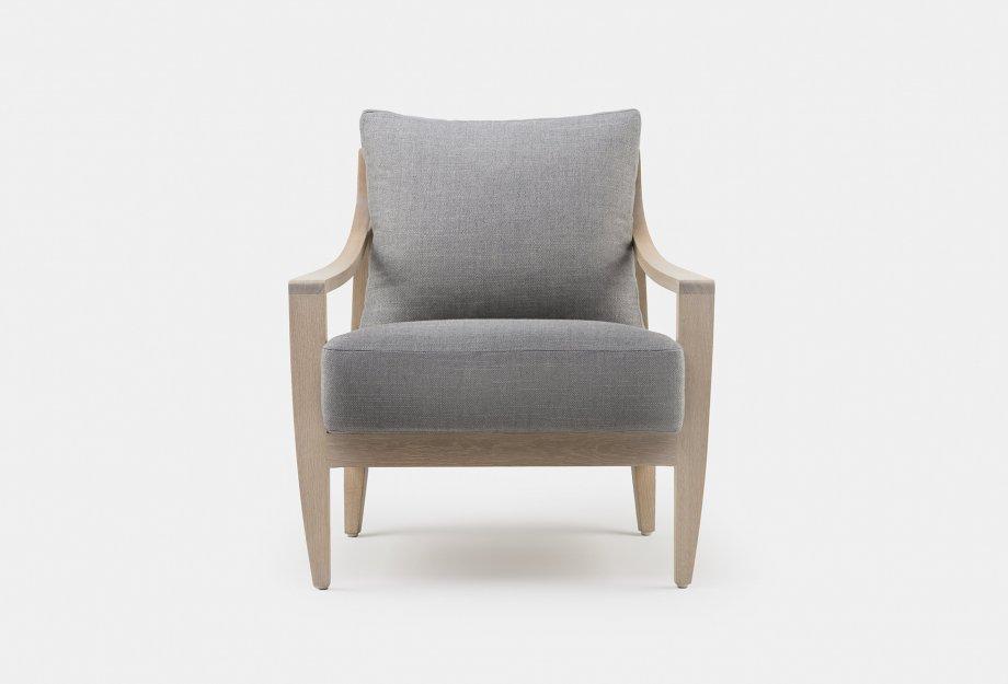 340_Low_Lounge_Chair_by_Matthew_Hilton_in_white_oiled_oak_frontweb_920x625.jpg