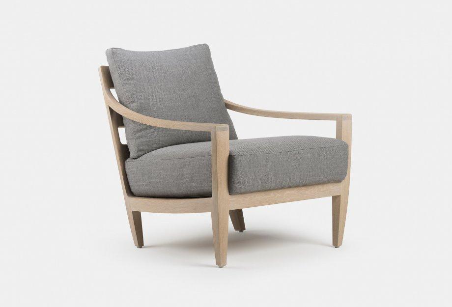 340_Low_Lounge_Chair_by_Matthew_Hilton_in_white_oiled_oak_web2_920x625.jpg