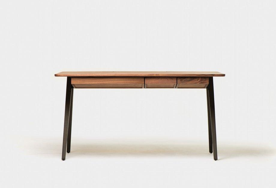 Orson_Desk_by_Matthew_Hilton_in_walnut___frontweb_920x625.jpg