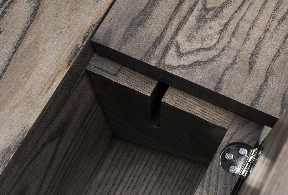 365_Orson_Desk_by_Matthew_Hilton_in_black_oiled_ash___detail_6web_920x625.jpg