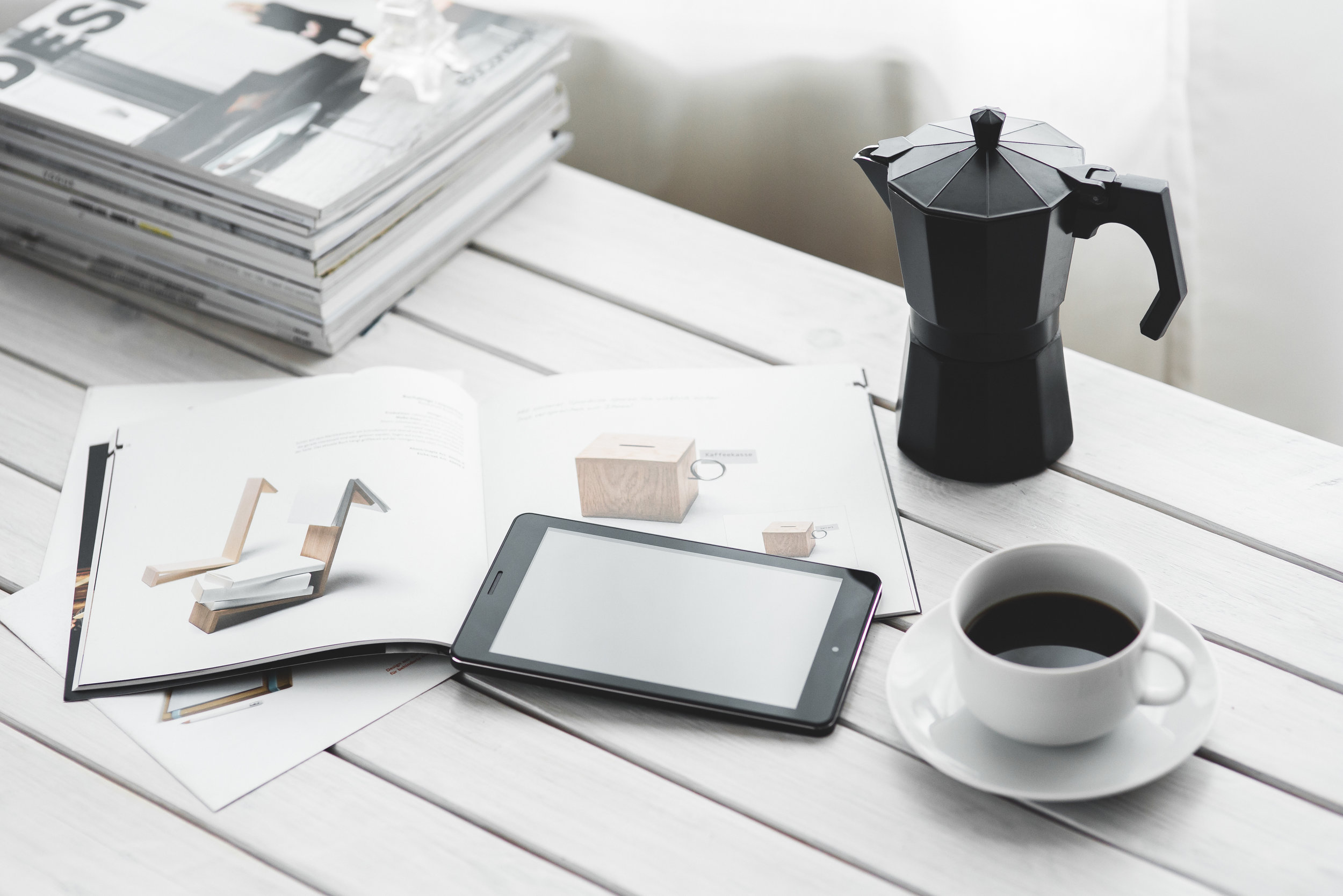 coffee-cup-magazines-desk-6350.jpg