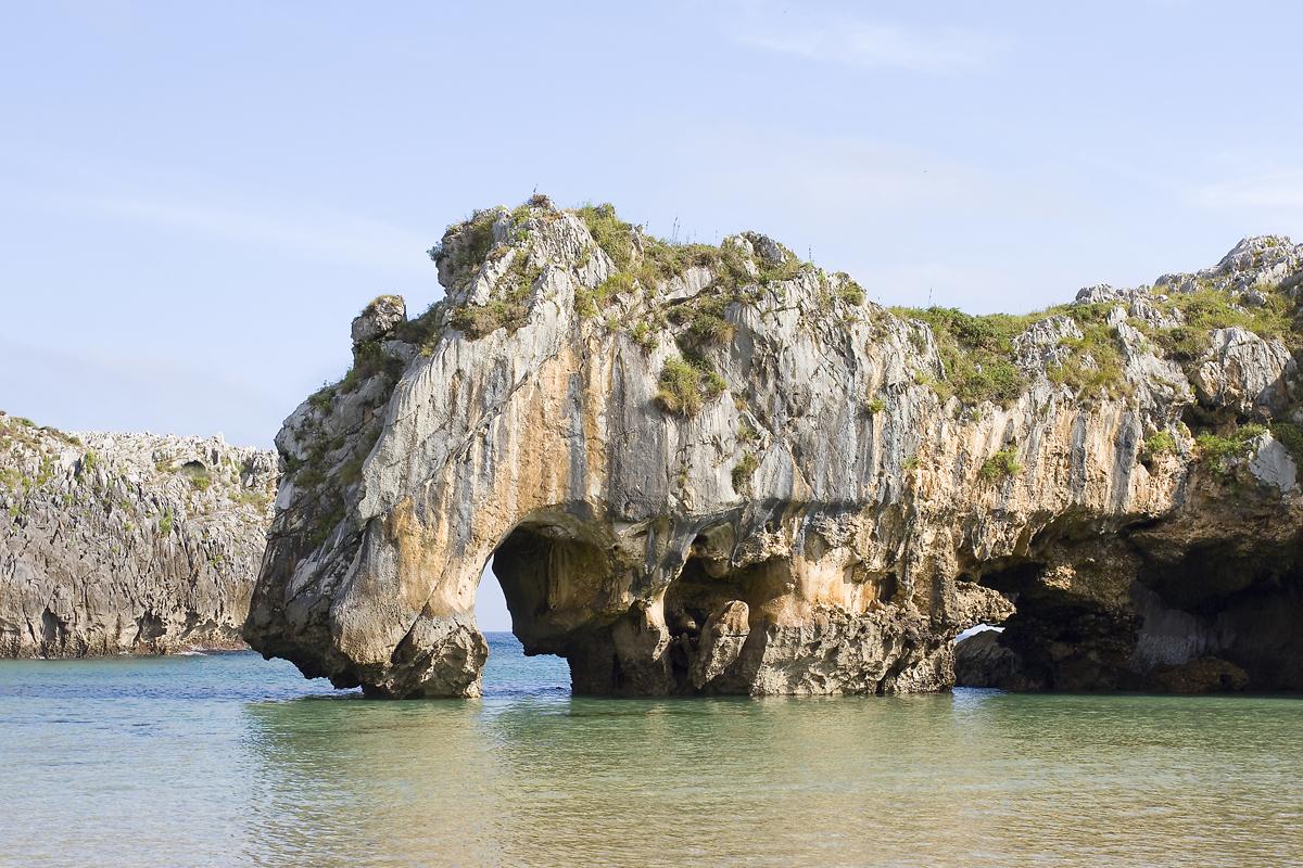 Las playas más bonitas de Asturias - Cuevas del Mar