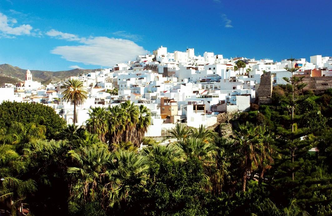 Almuñécar (Granada), patrimonio y playas en la Costa Tropical