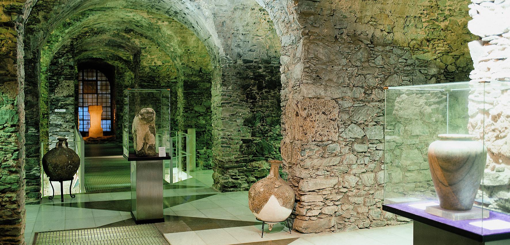"""Almuñecar (Granada) - Museo Arqueológico """"Cueva de Siete Palacios"""""""
