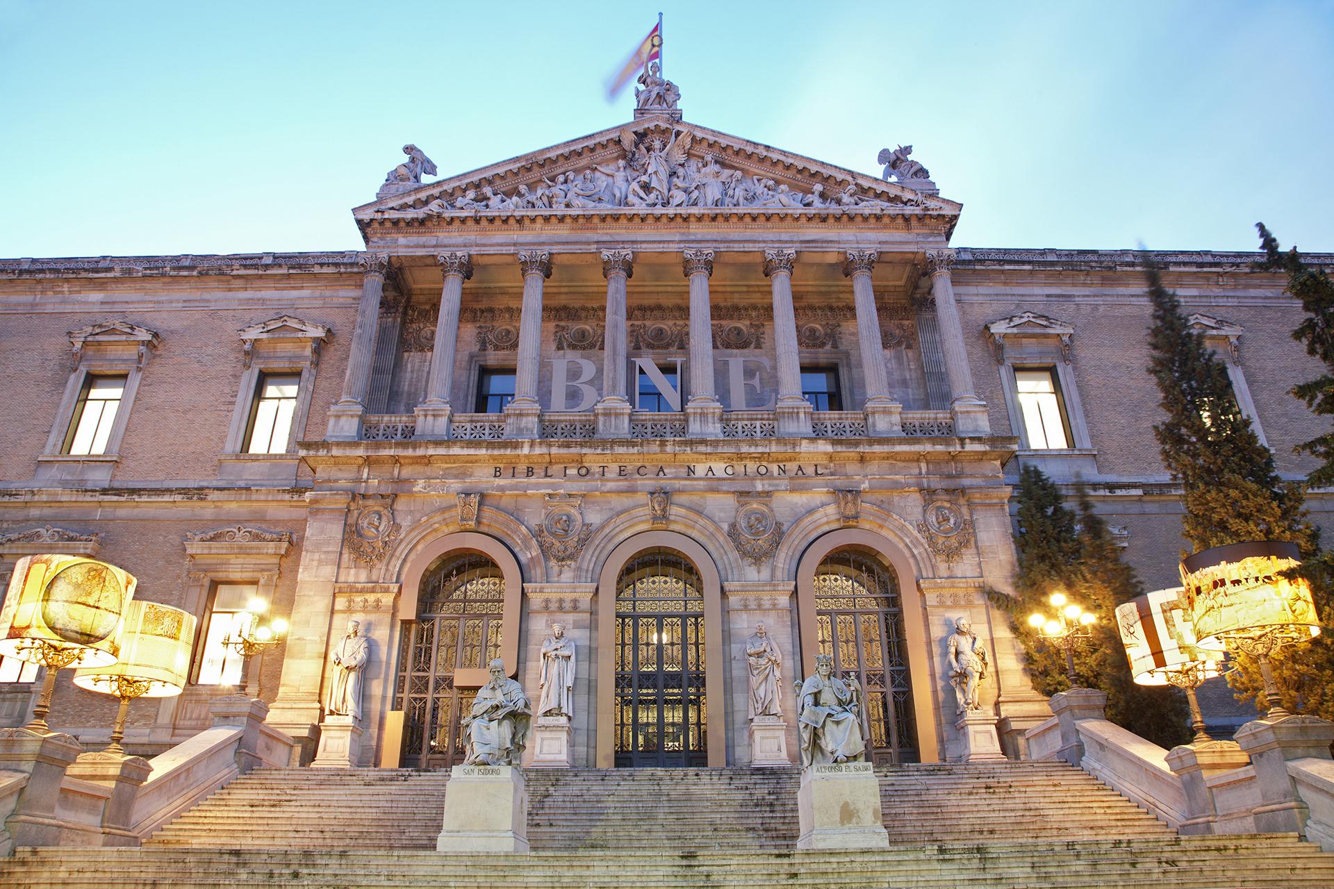 Qué ver y hacer en Madrid - Biblioteca Nacional | Foto: Jozef Sedmak | Dreamstime.com