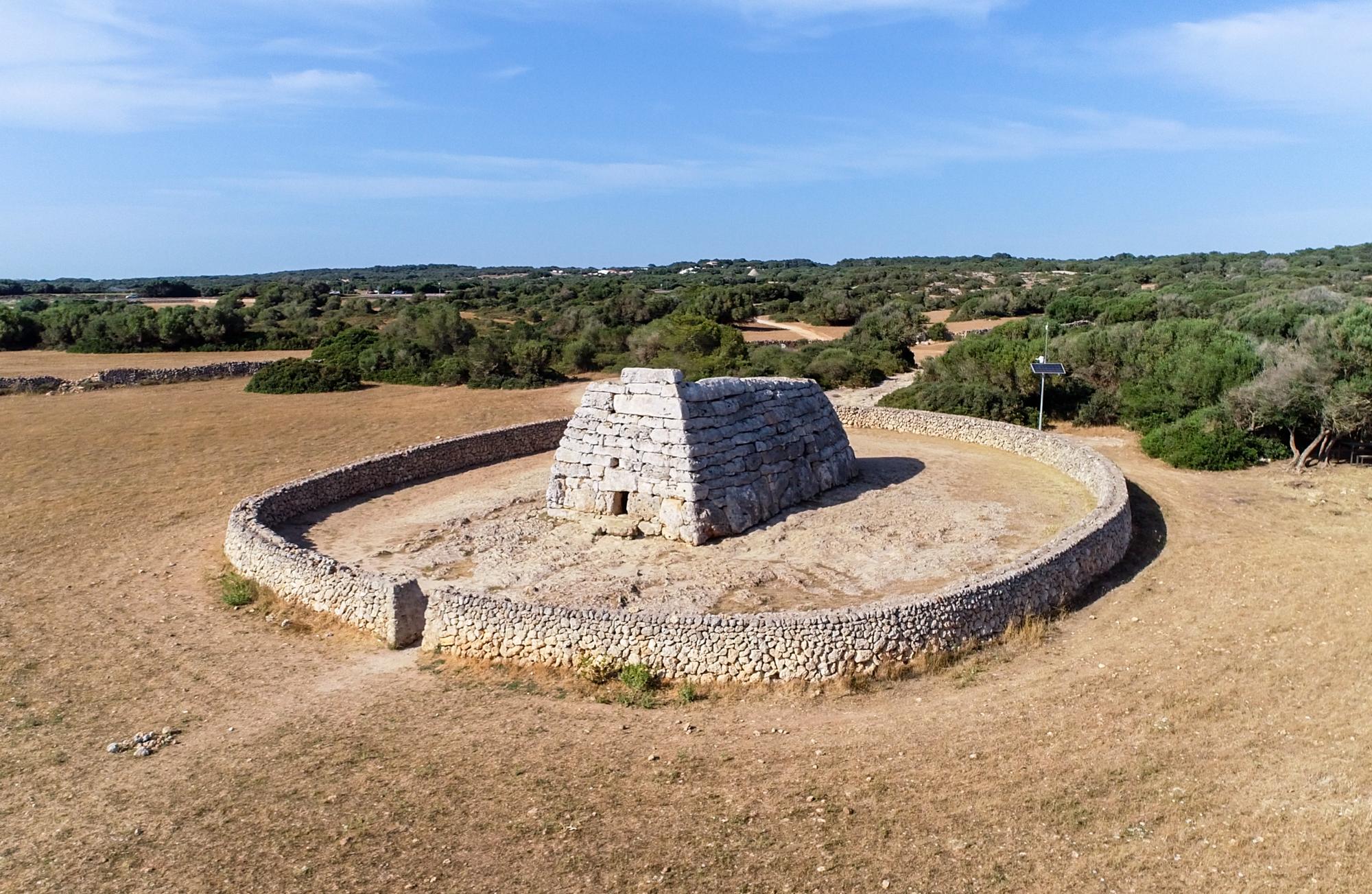 Qué ver y hacer en Menorca - Descubrir sus construcciones megalíticas