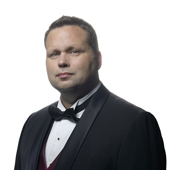 Paul-Potts-tux-600x595.jpg