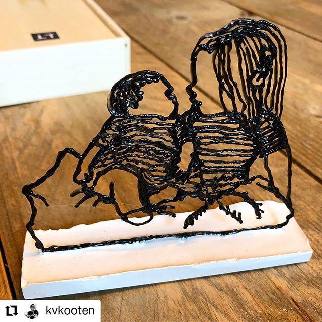 #repost van @kvkooten. Die kreeg voor vaderdag zijn dochters in een doosje :) . . . #gift #dochters #daughter #mummy #daddy #vader #vaderdag #fathersday #sculpture #sculptuur #dochterineendoosje #3dpen #3ddoodler #art #kunst #denhaag