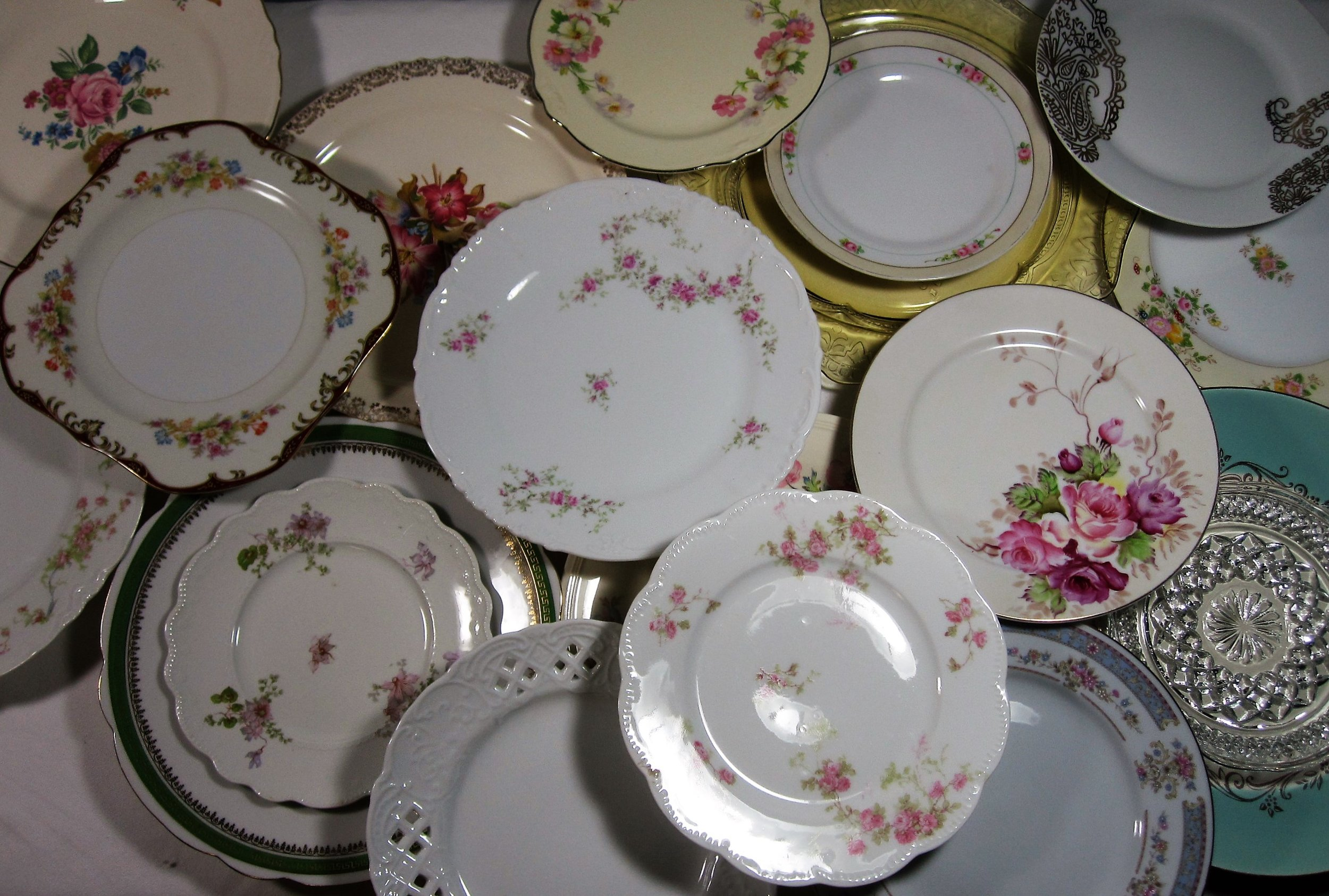 Dessert Plates - Description ~ A beautiful way to serve cake, cupcakes, assorted dessert or even donuts!Quantity ~ 310Price ~ .50