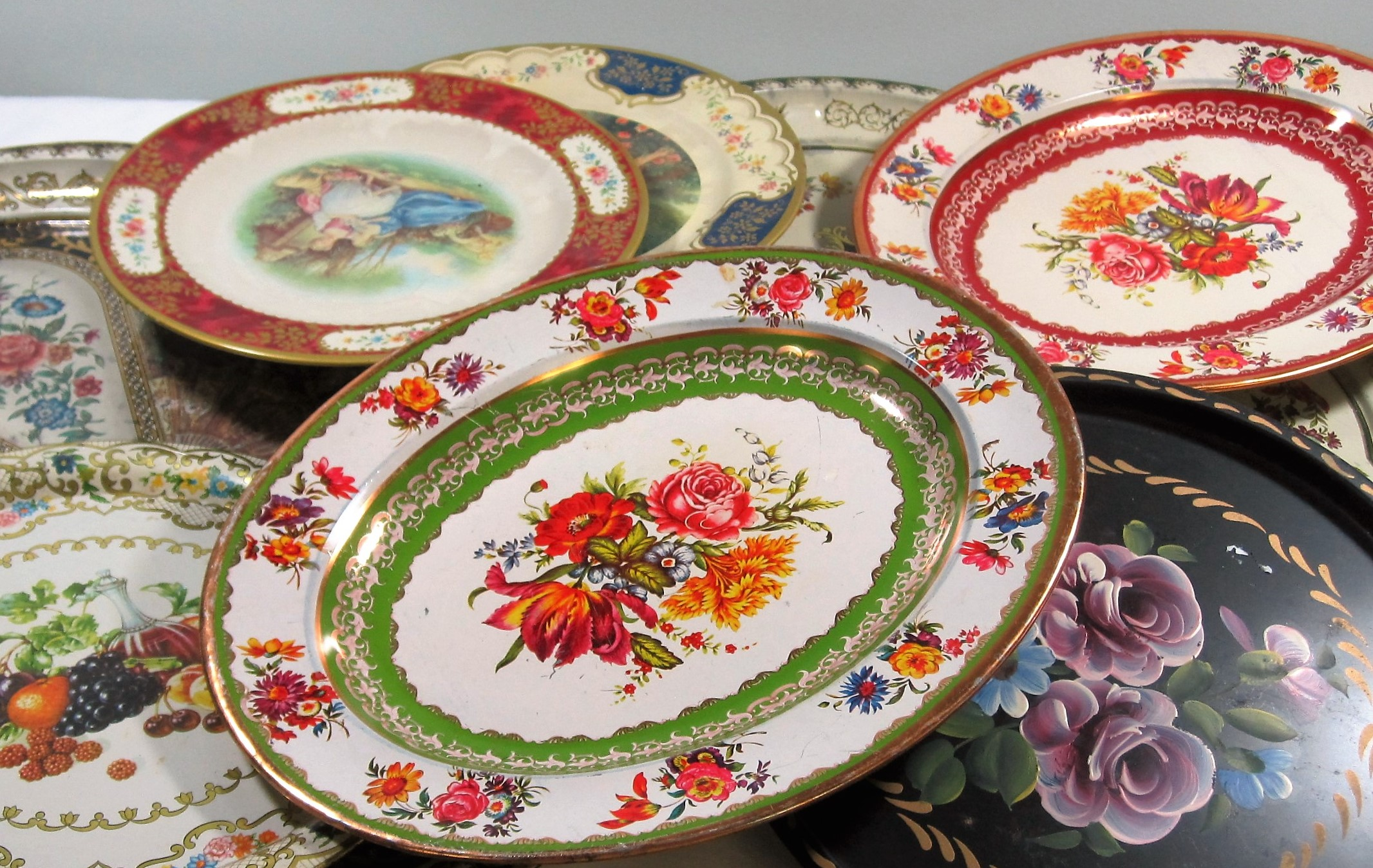 Metal Trays - Description ~ variety of patterns & florals on round and oval traysQuantity ~Rental Price ~ $2-$4