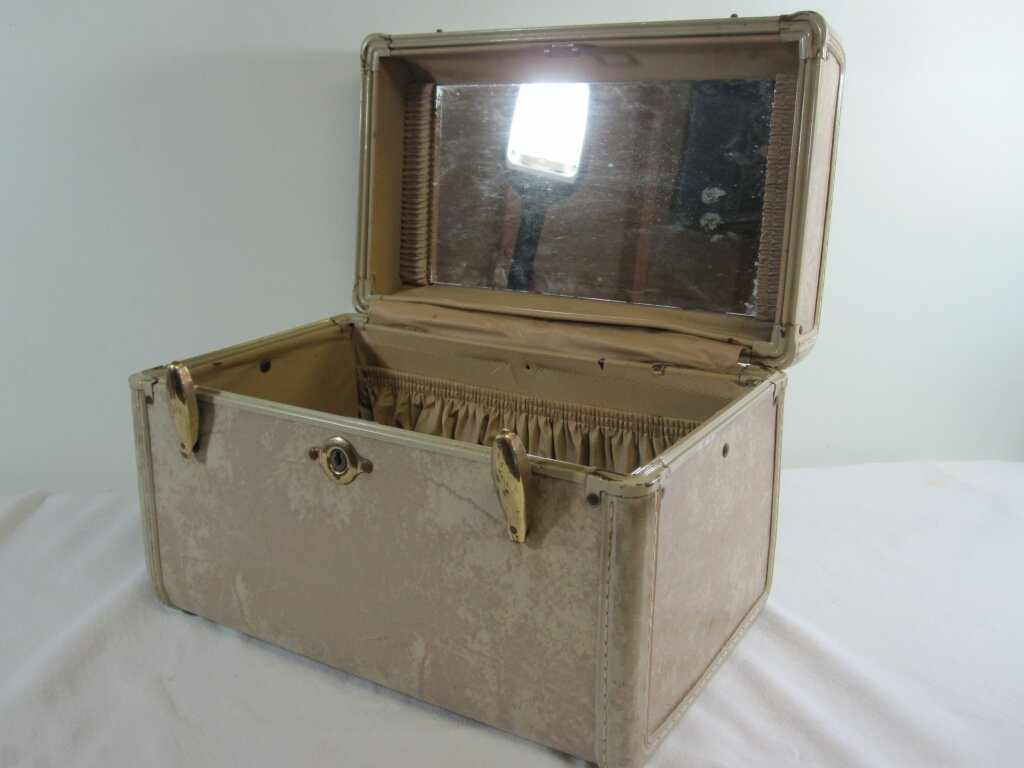 Vintage Cosmetic Case - Description ~ use for a travel theme or to gather cardsQuantity ~ 1Price ~ $6