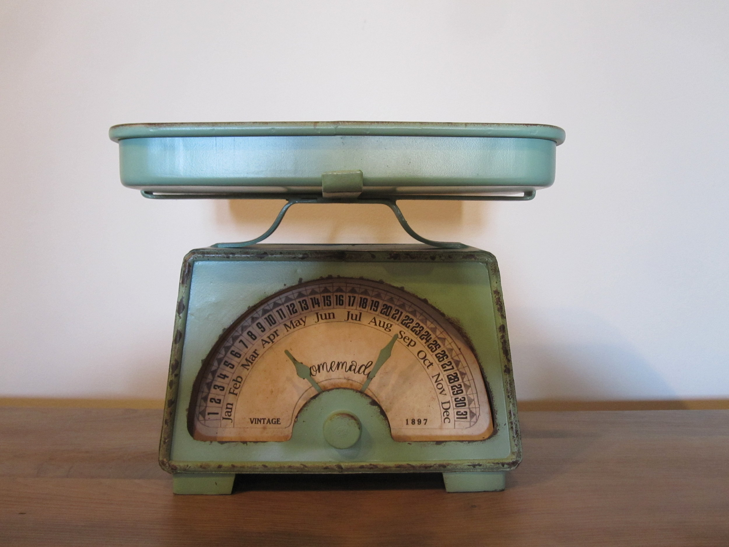 Retro Scale - Description ~ fun scale that allows for photos, glasses, flowers or whatever on the tray. The hands can be adjusted to indicate your event month & day!Quantity ~ 1Rental Price ~ $10