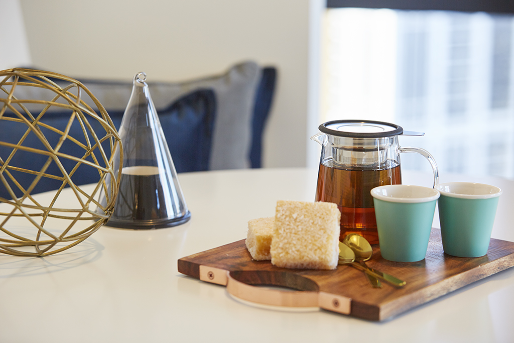 EMPIRE-MELBOURNE-SHORT-STAY-APARTMENT-DINING-IN-APARTMENT.jpg