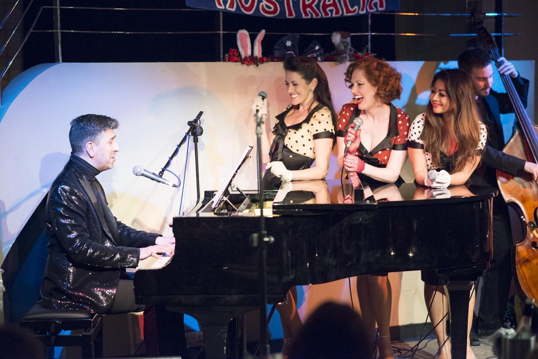 Simon Beck, Simone, Kara, Julie and Nick Walsh  Photo credit: Michael Kennedy Photography