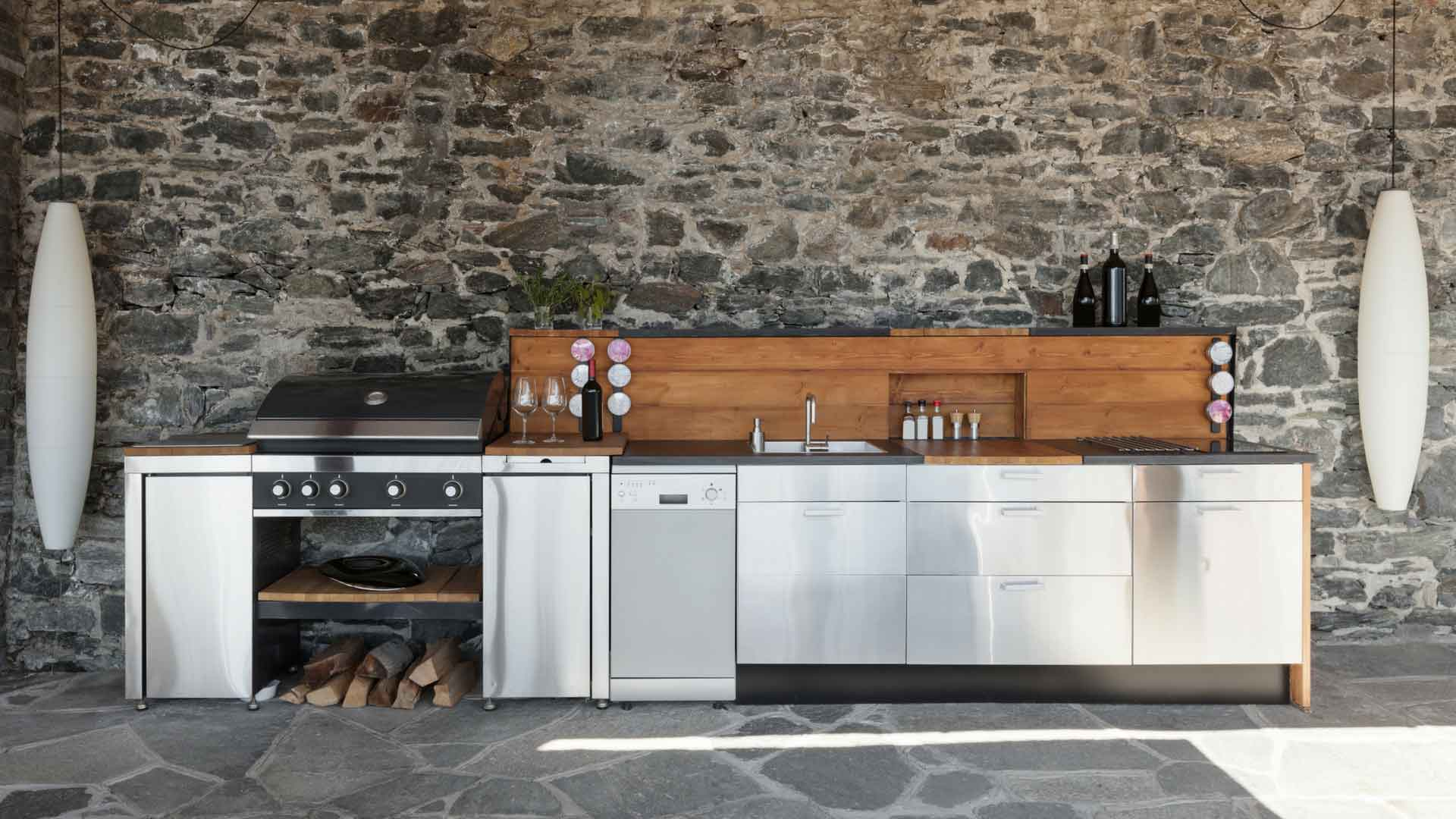 OUTDOOR KITCHENS + BARS